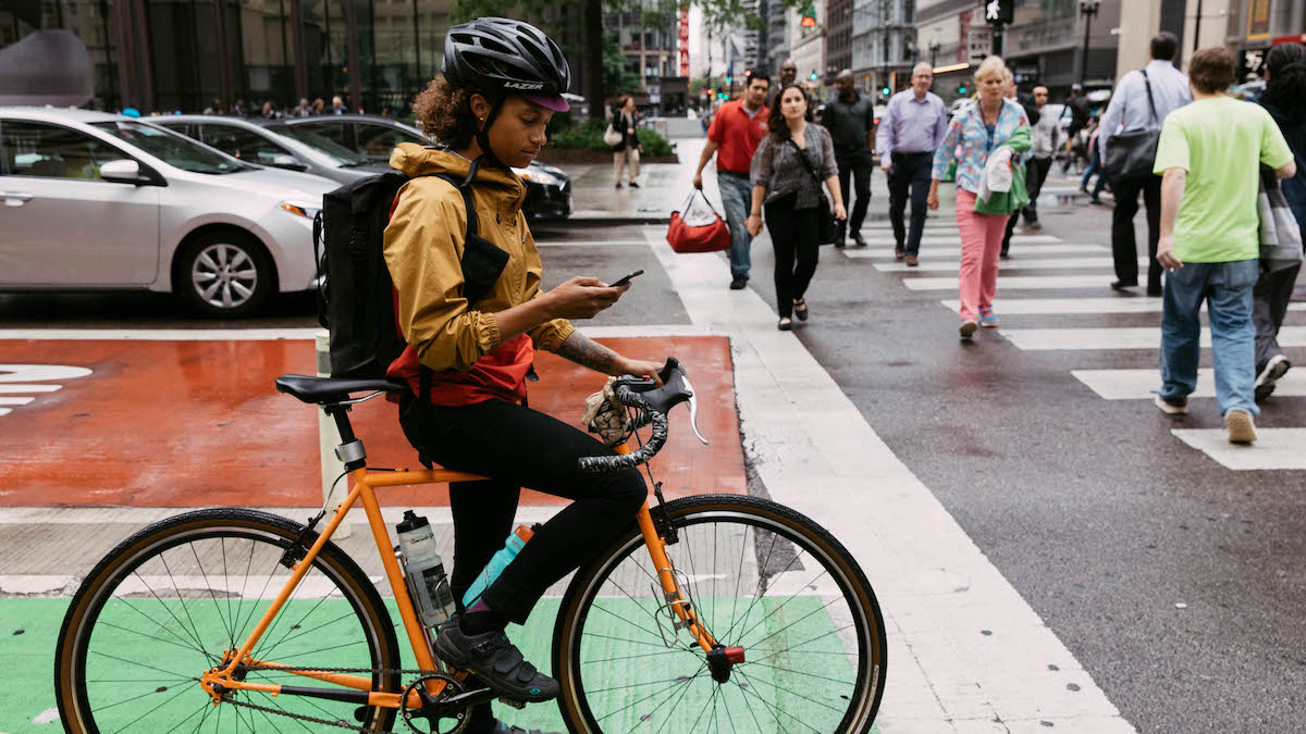 A cyclist commutes with Strava in Chicago.
